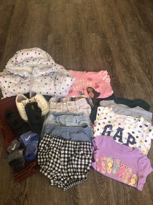 Gently used girl clothes and shoes. for Sale in Bell Gardens, CA