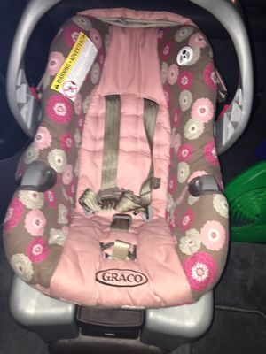 Graco girls car seat for Sale in Cuyahoga Falls, OH