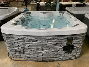 Hot Tub. for Sale in Anaheim, CA