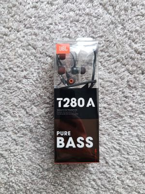 Brand New JBL earbuds with mic for Sale in Herndon, VA