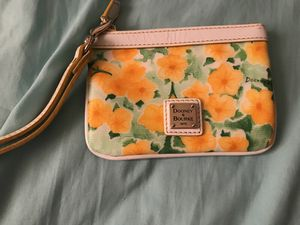 Authentic Dooney & Bourke wristlet, great condition for Sale in Alexandria, VA
