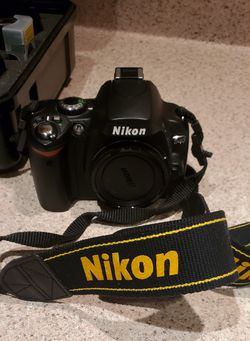 NIKON D40 Digital camera with 55-200mm lens and 18-55mm lens for Sale in Vacaville,  CA