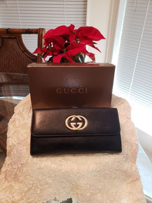 Beautiful Gucci ladies black leather wallet for Sale in Cocoa, FL