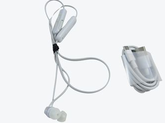 Sony WI-C310 Wireless In-Ear Headset/Headphones With Mic For Phone Call, White (WI-C310/W) VG for Sale in La Puente,  CA