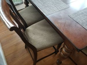 Must go TODAY $200 Kitchen table and 8 chairs for Sale in Triangle, VA