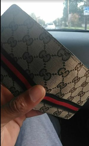 Gucci wallet for Sale in Oxon Hill, MD