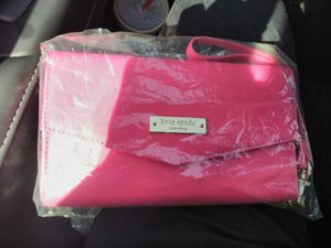 HOT PINK KATE SPADE WALLET for Sale in Placentia, CA