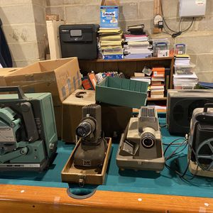 16 Mm 9 Mm Slide Projector Movie Screen Vintage Movie Equipment for Sale in Monroe Township, NJ