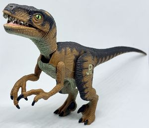 Vintage Jurassic Park JP03 Velociraptor Dinosaur Toy Figure Kenner 1993 for Sale in Everett, WA