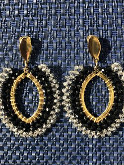 Black and gold earrings made with beads with details of light beads for Sale in Miami,  FL