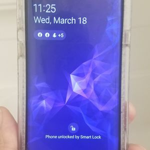 Samsung Galaxy S9 Android phone good condition has A lil crack in left corner askin $300 lowest i take $280 im in philly no shipping im hands on for Sale in Philadelphia, PA