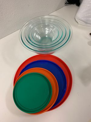 Eight piece Pyrex glass bowls with lids for Sale in Long Beach, CA