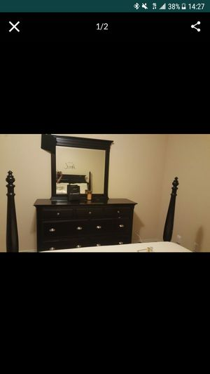 Night stand and mirror for Sale in Hillside, NJ