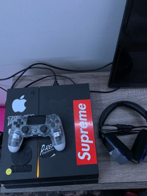PS4 ALL WITH ALL WIRES INCLUDED,WITH CONTROLLER AND PS4 HEADSET for Sale in Oak Grove, MN