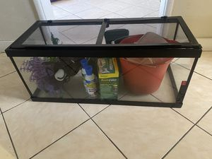 20 Gallon Turtle / Fish tank for Sale in Inglewood, CA