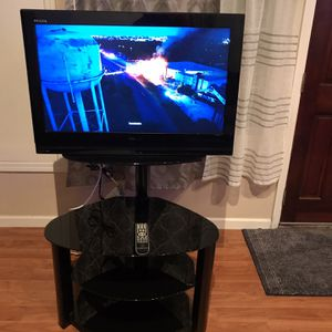 Toshiba LCD 32 inches TV with Stand Excellent Condition , Used like new table for Sale in Fremont, CA