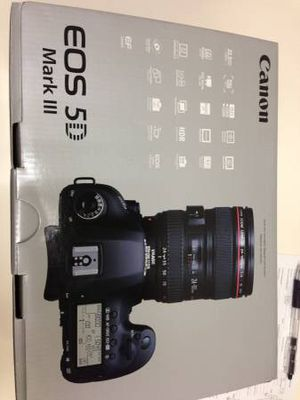 CANON 5D MARK III W/BG-11 & RRS L BRACKET for Sale in Columbia, MO