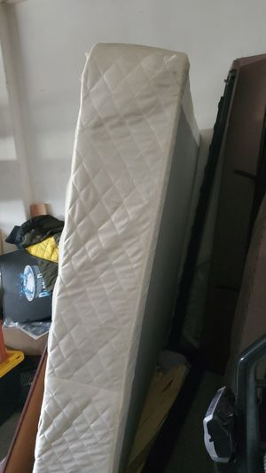 Free queen box spring for Sale in CA, US