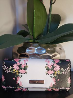 New York and Company floral wallet for Sale in Palatine, IL