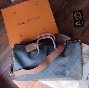 LV titanium duffle bag for Sale in Chillum, MD